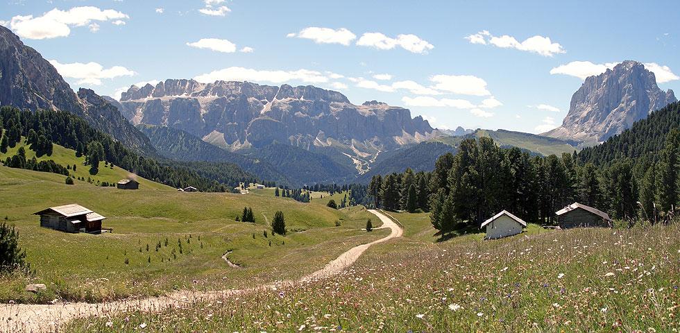 wandern und klettern in wolkenstein und umgebung alpine wellness farm. Black Bedroom Furniture Sets. Home Design Ideas